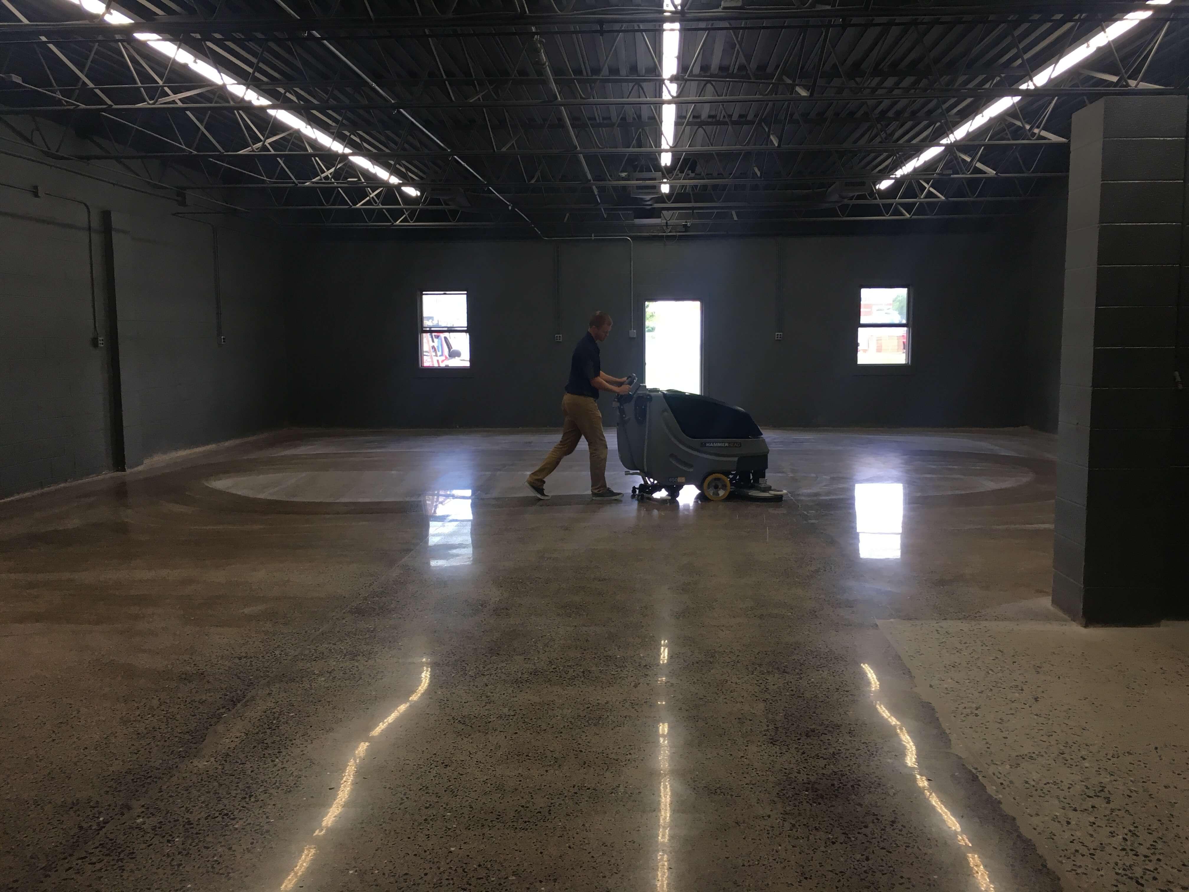 Hammerhead 650rs scrubber bortek industries inc for Concrete floor scrubber