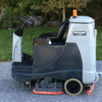 advance-advenger-ecoflex-cylindrical-ride-on-rider-floor-scrubber-battery-powered-used-preowned-side
