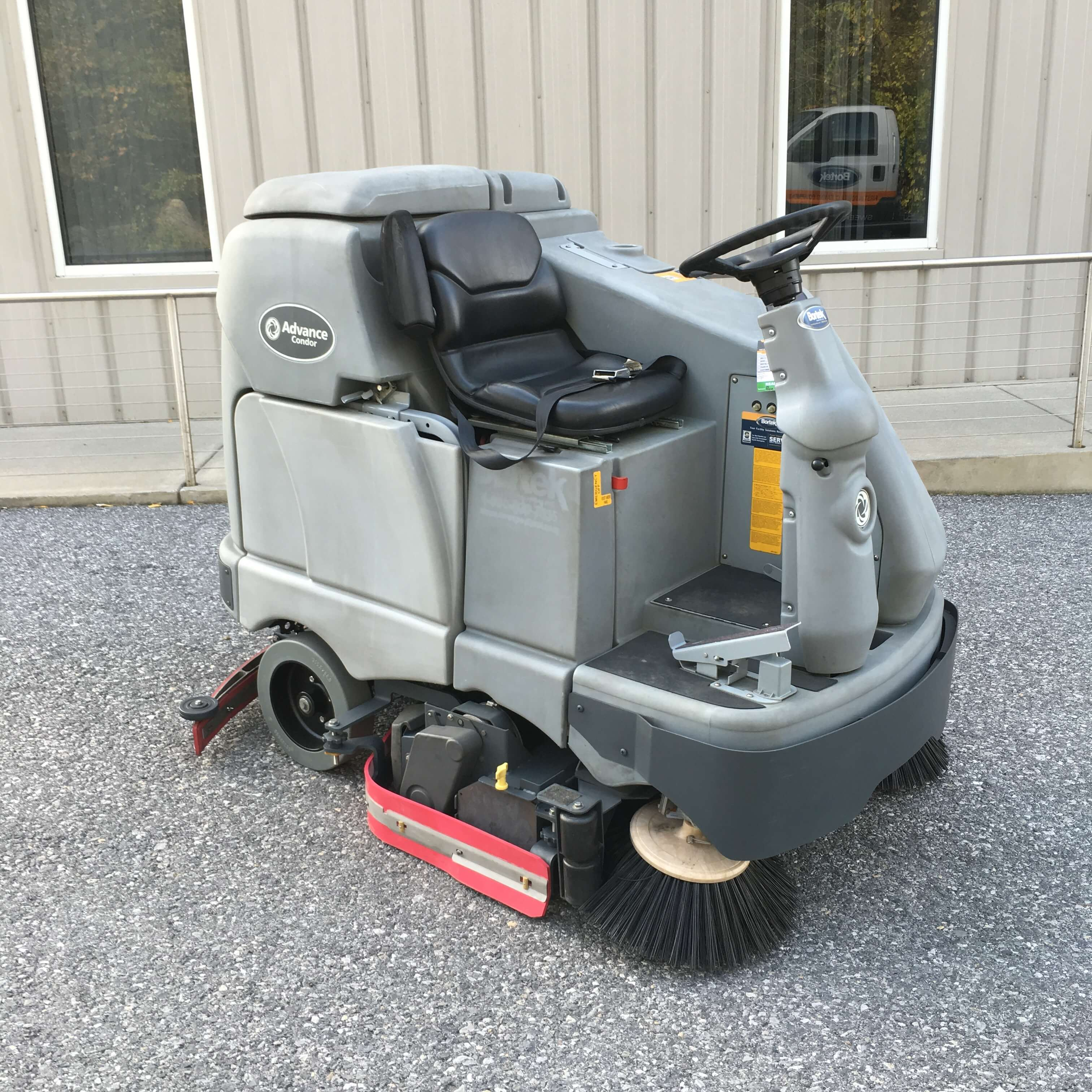 auto automatic focus autoscrubber scrubber floor clarke boost floors ii powered battery operated minuteman