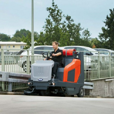 PowerBoss SweepMaster 1500 RH- Large Battery Powered Rider Sweeper